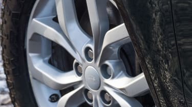 Land Rover Discovery Country Pursuits - wheel