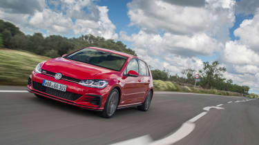 Volkswagen Golf GTI Performance Pack 2017 driving