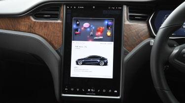 Tesla Model S Long Range - infotainment