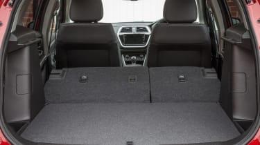 Suzuki SX4 S-Cross - boot seats down