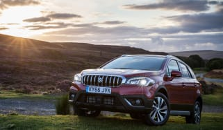 Suzuki SX4 S-Cross - front sunset
