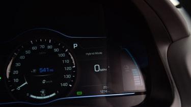 Hyundai Ioniq - dials