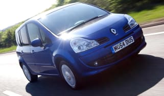 Renault Grand Modus hatchback front tracking
