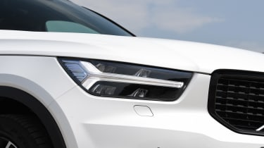 Volvo XC40 - front lights