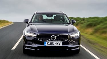 Volvo V90 D5 Momentum - front tracking 2