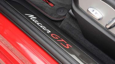 Porsche Macan GTS - sill badge