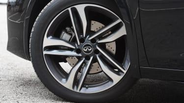 Infiniti Q30 Sport AWD 2016 - wheel