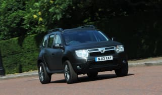Dacia Duster Black front tracking