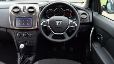 Triple test - Logan MCV Stepway - cockpit