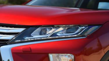 Mitsubishi Eclipse Cross - front light