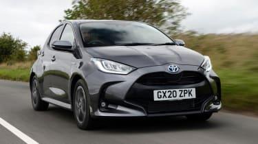 Toyota Yaris Hybrid - front tracking