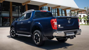 Nissan Navara Double Cab - rear static