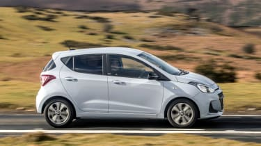 Hyundai i10 Play - side