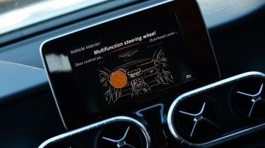 Mercedes X 250 d - screen