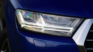 Audi Q7 - front light detail