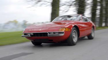 Ferrari 365/Daytona - front tracking shot