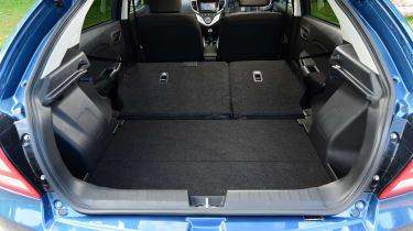 Suzuki Baleno - boot seats down