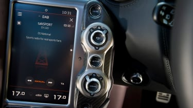 McLaren 720S - infotainment
