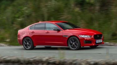 Jaguar XE 300 Sport - side action