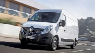 Renault Master Z.E - front tracking