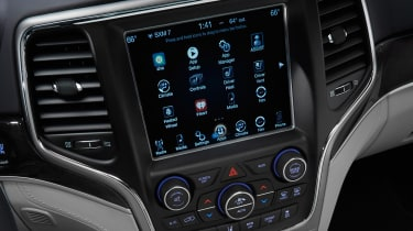 Jeep Grand Cherokee Summit - infotainment