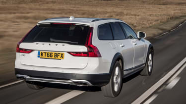 Volvo V90 Cross Country 2017 UK - rear tracking