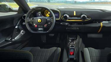 Ferrari 812 Competizione - dash