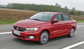 New Fiat Tipo 2016 front tracking