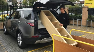 Land Rover Discovery - loading