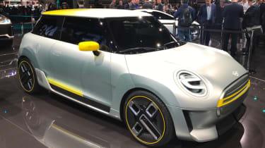 2019 MINI Electric Concept Frankfurt - front quarter