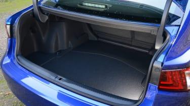 Lexus IS 200t F Sport boot