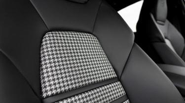 Porsche Cayenne Turbo S E-Hybrid - seat detail
