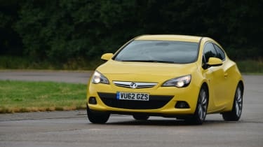 Vauxhall Astra GTC 1.6T SRi front action