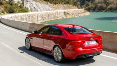 Jaguar XE MY2018 - rear tracking