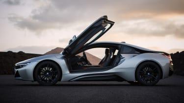 BMW i8 Coupe - side