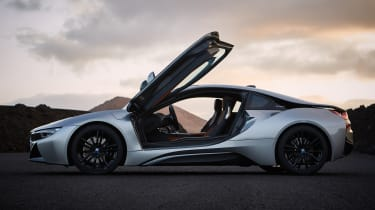 BMW i8 Coupe - side