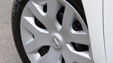 Nissan Leaf Visia wheel