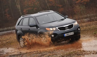 Kia Sorento 2.0 CRDi 2WD puddle