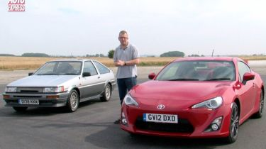 Toyota GT86 vs AE 86 video