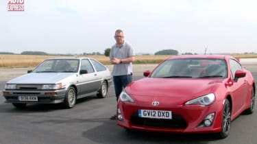 Toyota GT86 vs AE 86 video
