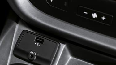 Fiat Doblo 2015 - usb socket