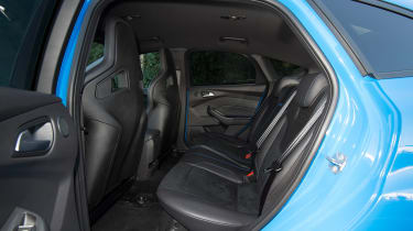 Ford Focus RS Mountune - rear seats