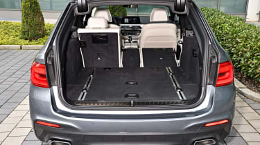 BMW 530d Touring - boot seats down