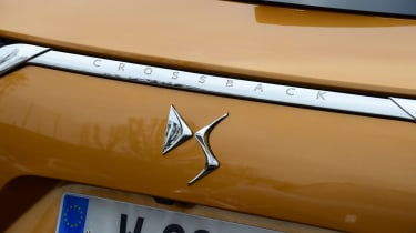 DS 7 Crossback - DS badge