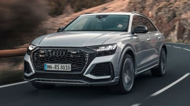 Audi RS Q8 - front tracking