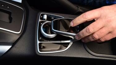 Mercedes X 250 d - infotainment controls