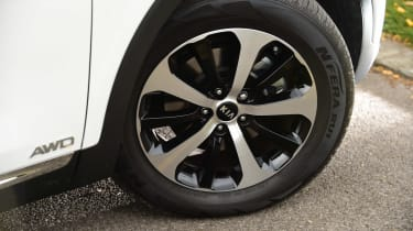 Kia Sorento long termer wheel