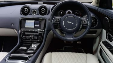 Used Jaguar XJ - dash