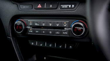 New Kia Ceed centre console buttons