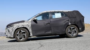 Hyundai Tucson spy - side